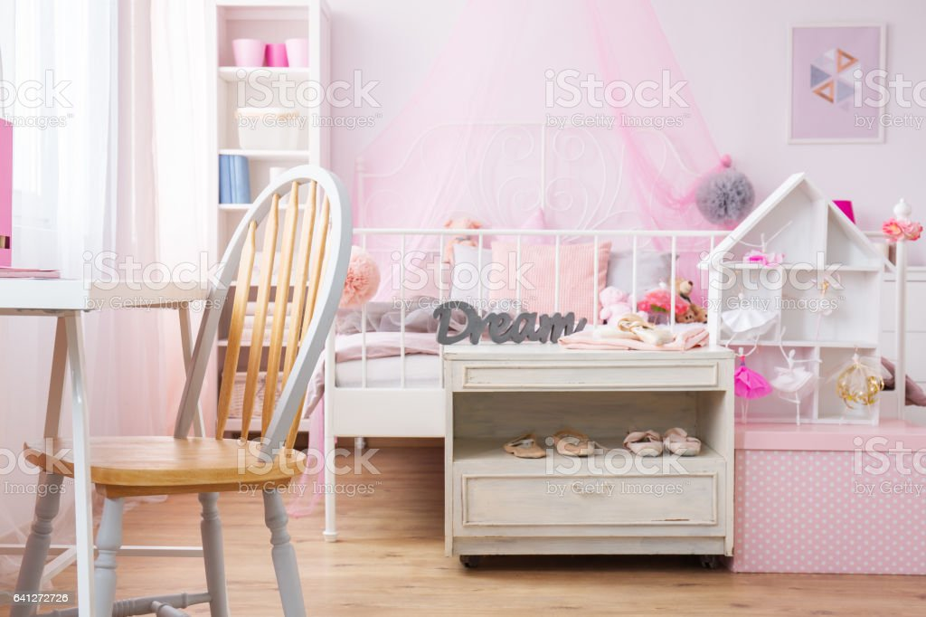 Arbeitszimmer Und Schlafzimmer Kombiniert Stockfoto und mehr ...