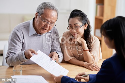 istock Studying Real Estate Purchase Agreement 931906764