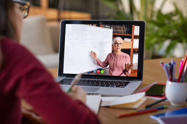 estudando com videoaula online em casa - professor - fotografias e filmes do acervo