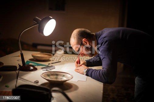 istock Studyng archeology 178022007