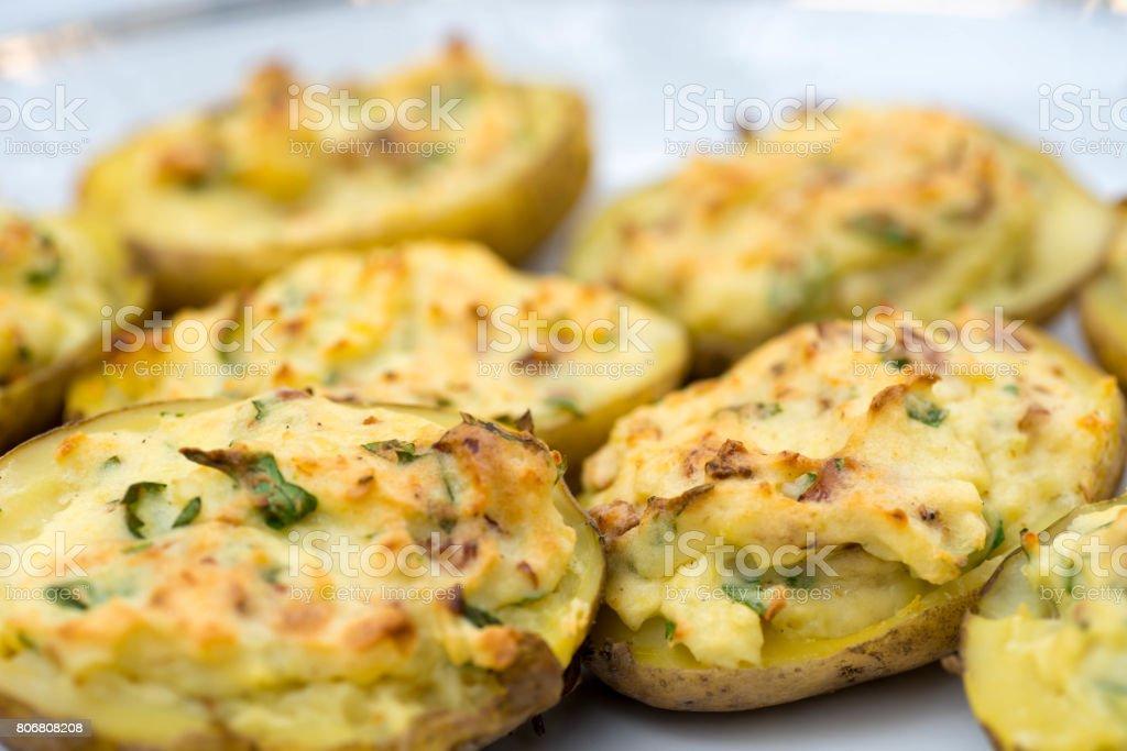 batatas assadas recheadas - foto de acervo
