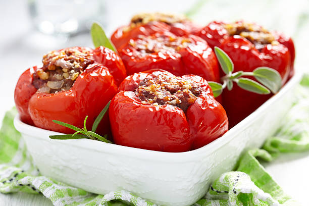 stuffed peppers with meat and bulgur - 塞滿的 個照片及圖片檔