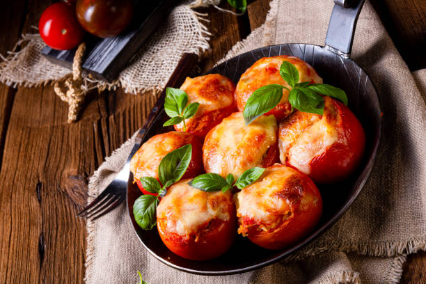 Stuffed tomatoes with minced meat and cheese – zdjęcie