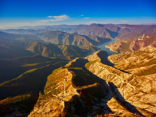 Beeindruckende Luftaufnahme des Kozjak See-Mazedonien. – Foto