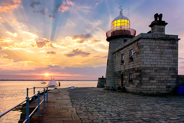 Stunning Colorful Sunset over Howth Lighthouse Ireland Landscape – Foto