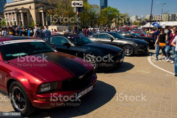Stunning ford mustangs at a car show in the warsaw square next to the picture id1084730354?b=1&k=6&m=1084730354&s=612x612&h=ro0unskxsrhqg0f508s7ai4a1xokojzesxhejmzqjrm=