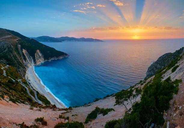 Atemberaubenden Sonnenuntergang über Myrtos Strand – Foto
