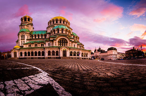 stunning view of alexander nevsky cathedral in sofia bulgaria - ブルガリア ソフィア ストックフォトと画像