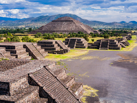 istock Stunning view of Teotihuacan Pyramids and Avenue of the Dead, Mexico 1137939493