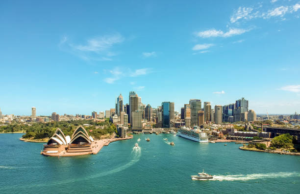 Stunning wide angle aerial drone view of the Sydney Harbour with the Opera House, a cruise ship and many skyscrapers in the background. Taken near the suburb of Kirribilli. New South Wales, Australia. - foto stock