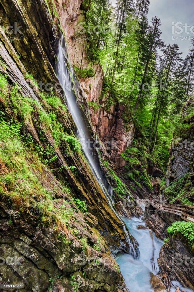 Atemberaubende Wimbach-Wasserfälle in den Alpen, Deutschland - Lizenzfrei Alpen Stock-Foto