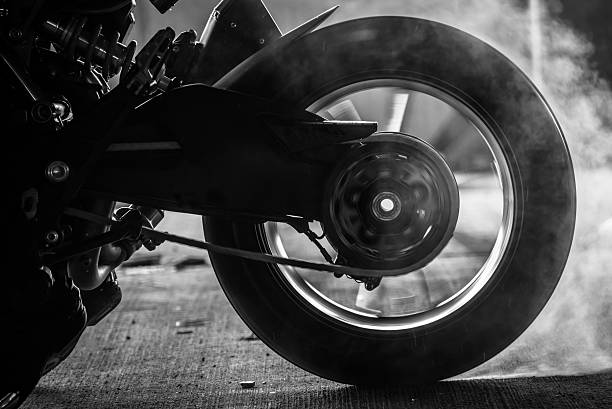 stunt rider ride and burn wheel tire – Foto