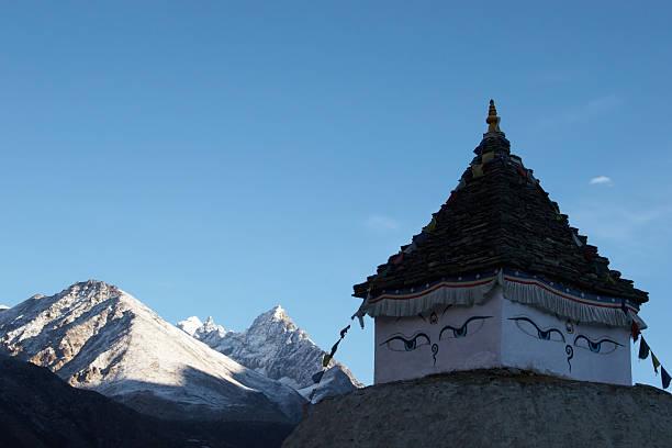 스투파, 대불 아이즈, 북쪽으로 히말라야 산맥, 네팔 스톡 사진