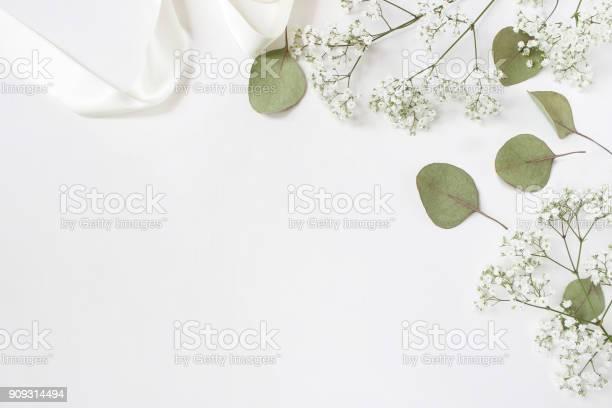 Styled stock photo feminine wedding desktop mockup with babys breath picture id909314494?b=1&k=6&m=909314494&s=612x612&h=3zozmwp hvyma2bx5j0aopfdks8wfxi5lzhglvev3w4=
