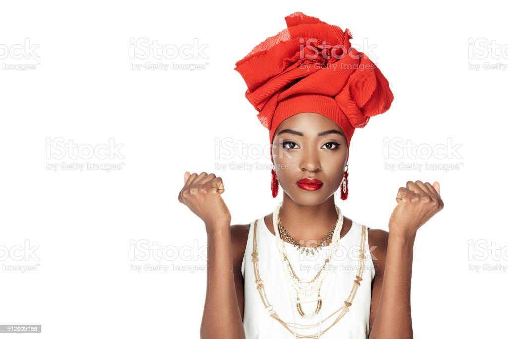 Stilvolle Afroamerikanische Frau Isoliert In Draht Kopf Wickeln Und ...