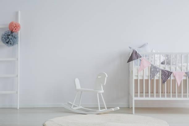 stilvolle baby zimmer - pferde schlafzimmer stock-fotos und bilder