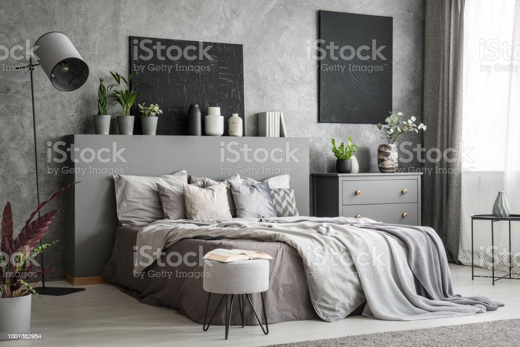 Stijlvolle Slaapkamer Interieur In Het Grijs Met Een Groot