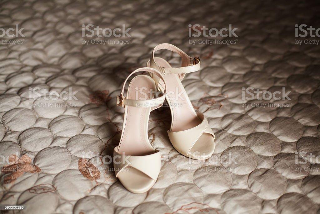 Stylish beige bridal wedding shoes. Marriage concept Стоковые фото Стоковая фотография