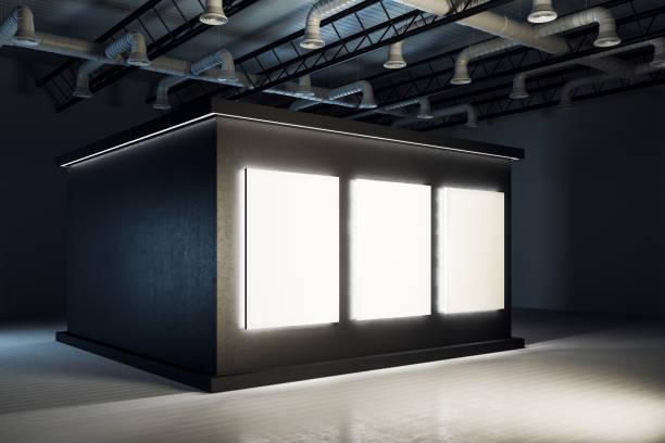 Stilvolle schwarze Ausstellung Hall Interieur – Foto