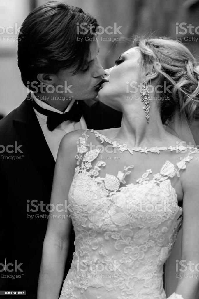 Schwarze küssen Männer Frauen Weiße Gefoltert und