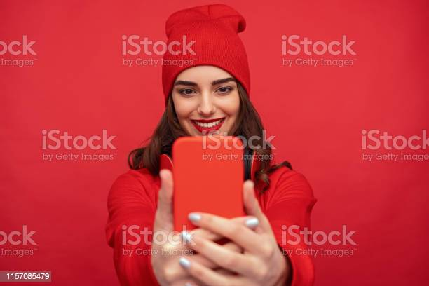 Stylish bright girl taking selfie with phone picture id1157085479?b=1&k=6&m=1157085479&s=612x612&h=stdbk3crsy79ol1xoa a5tjzeulihkuwhkctcdzljdq=