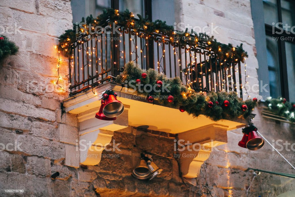 Decoration Balcon De Noel.Photo Libre De Droit De Elegantes Decorations De Noel Rouges