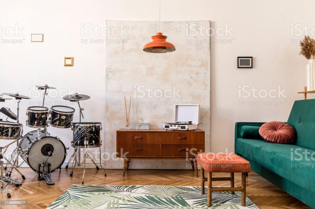 Astounding Stylish Compositon Of Retro Home Interior With Vintage Creativecarmelina Interior Chair Design Creativecarmelinacom