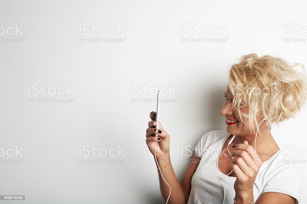 Stylish Female Making Selfie or Cheking Email via Smartphone While стоковое фото