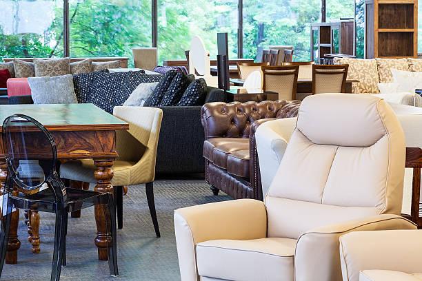 un mobilier élégant - show room photos et images de collection