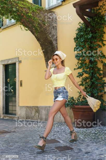 Stylish happy woman carrying lemons in the net bag picture id1190020029?b=1&k=6&m=1190020029&s=612x612&h=eunyajhgb6zqibzlyqovuvkiolzgyqlllyz3wandxly=