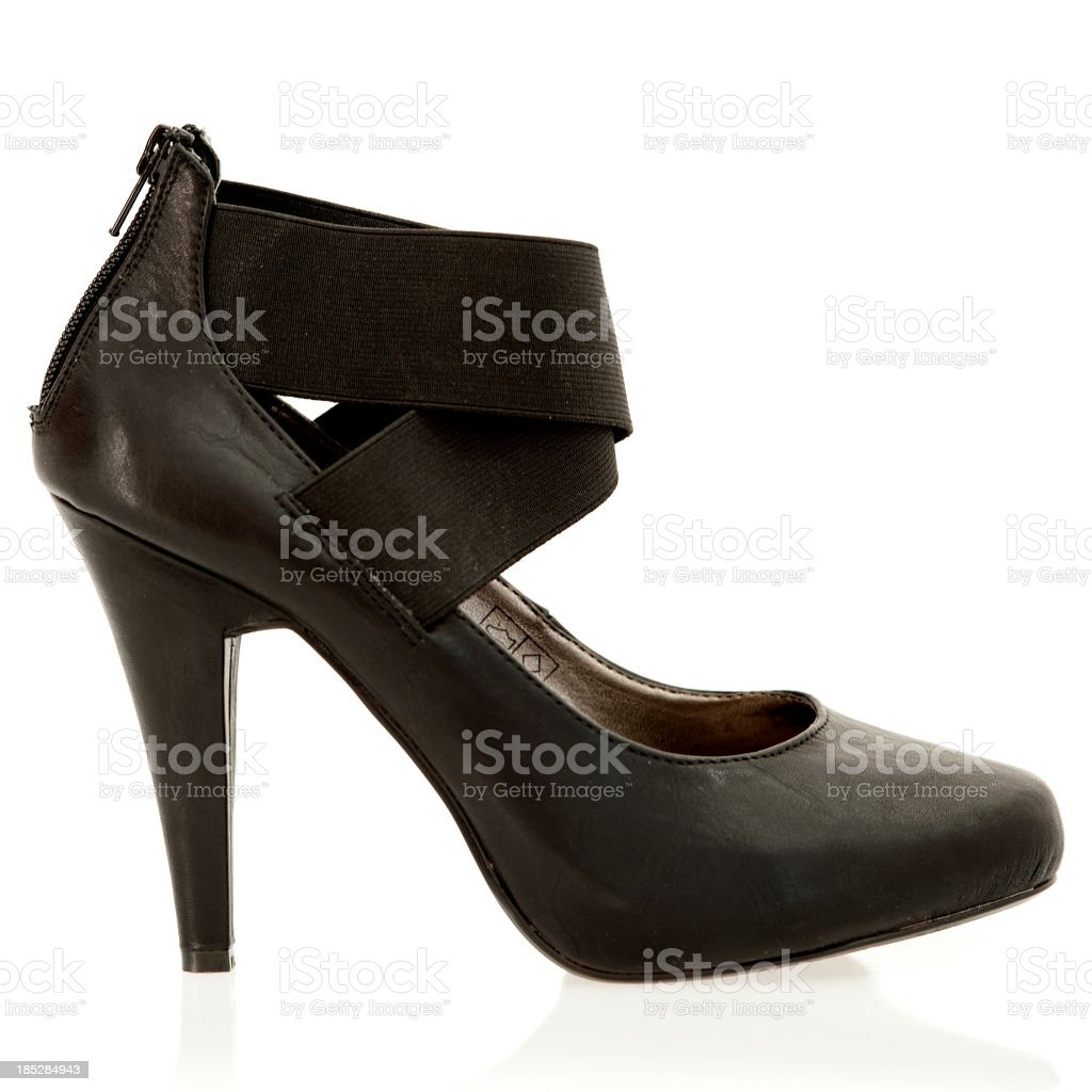 6d555a68 Elegante zapatos de tacones bota de caña baja de cuero negro. foto de stock  libre