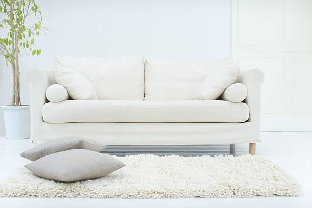 stilvolles wohnzimmer - kanapee stock-fotos und bilder