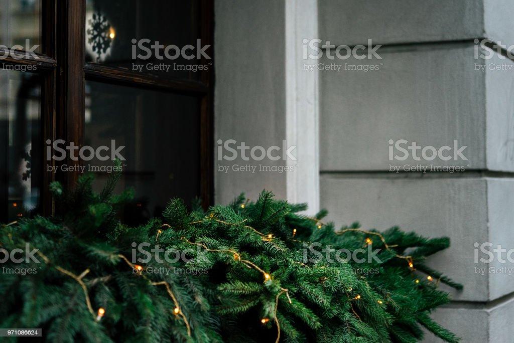 Weihnachtsbeleuchtung Dachfenster.Stilvoller Luxus Girlande Weihnachtsbeleuchtung An Fenster Und