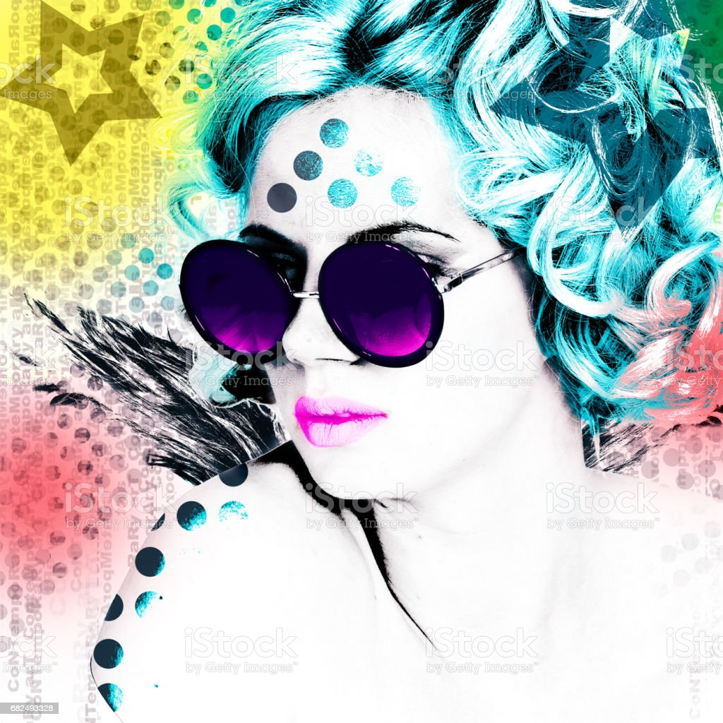Stylish poster with a portrait of a pretty girl in round glasses. Modern interpretation of the style of Pop Art. foto stock royalty-free