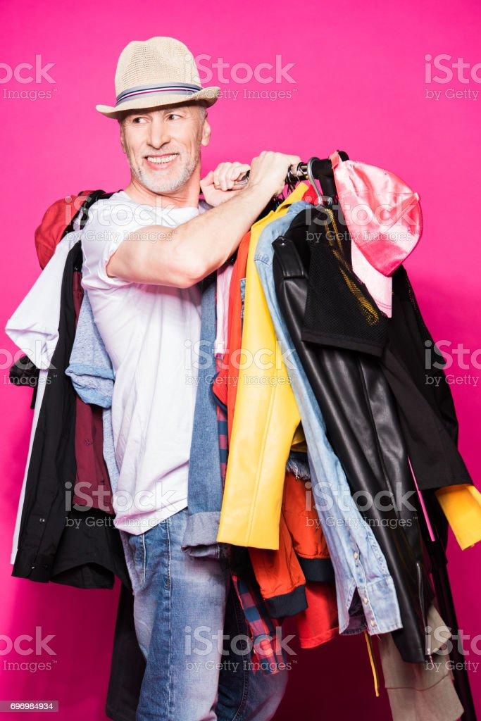 acheter de nouveaux style exquis vraie qualité Photo libre de droit de Chic Homme Senior Portant Chapeau Et ...