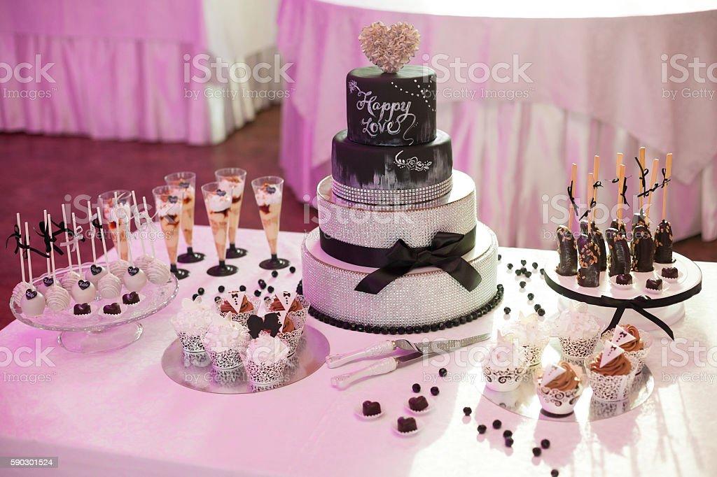 Stylish sweet candy bar set at the wedding ceremony Стоковые фото Стоковая фотография