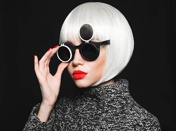 stilvolle lady - haarschnitt rundes gesicht stock-fotos und bilder