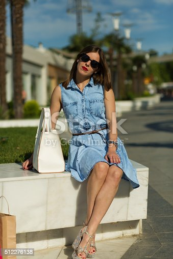 615594632 istock photo Stylish woman with shopping bags 512276138
