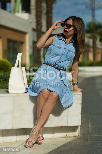 615594632 istock photo Stylish woman with shopping bags 512276280