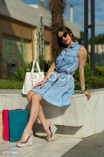 615594632 istock photo Stylish woman with shopping bags 512276502