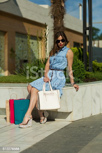 615594632 istock photo Stylish woman with shopping bags 512276588