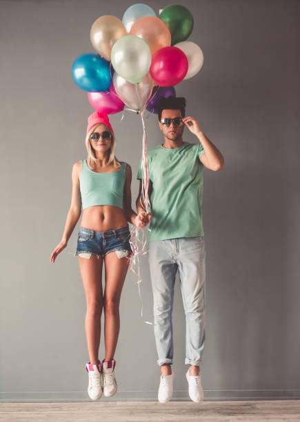 elegante junge paar - ballonhose stock-fotos und bilder