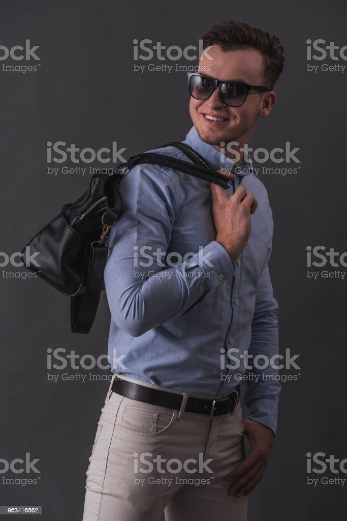 Snygg ung man - Royaltyfri Affärsman Bildbanksbilder