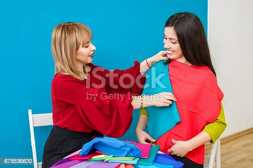 672064598istockphoto stylist working with happy client 675536620