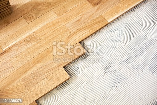 922081754 istock photo Subfloor mixture and assembled parquet plates 1044288376