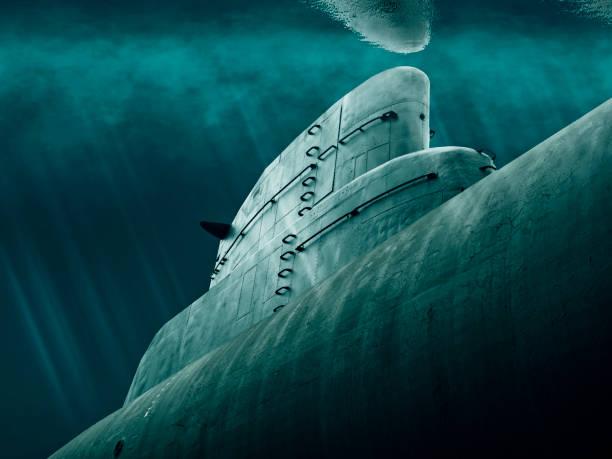 submarino está a la espera bajo el agua - submarino fotografías e imágenes de stock