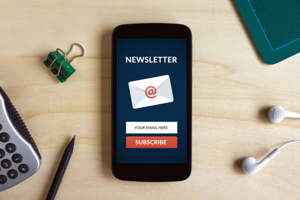 Subscribe newsletter concept on smart phone screen on wooden desk Subscribe newsletter concept on smart phone screen on wooden desk. All screen content is designed by me. Flat lay newsletter stock pictures, royalty-free photos & images