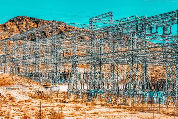 Amerikan Çölü'ndeki Trafo ve Güç Nakil Hatları. stok fotoğrafı