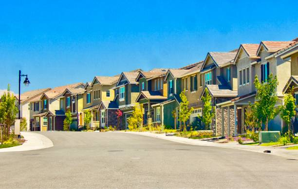 Suburban Homes in summer Small town suburbs in Northern California residential district stock pictures, royalty-free photos & images