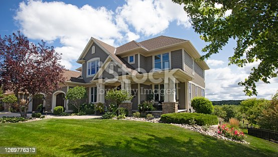 istock Suburban House 1269776313